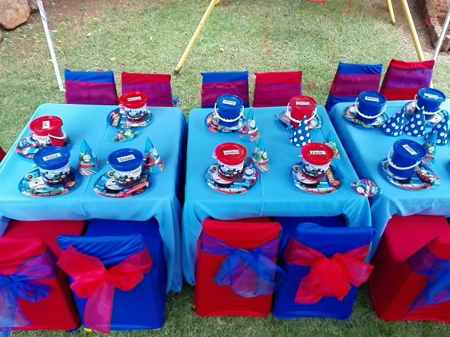 Blue and Red Table Setup